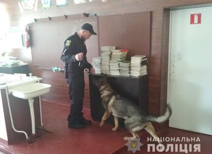 Салтовскую школу эвакуировали из-за взрывчатки (ВИДЕО)