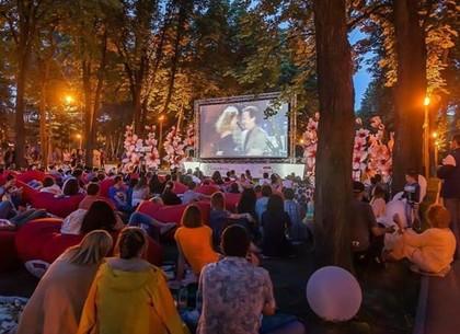 В парке Горького показывают кино под открытым небом