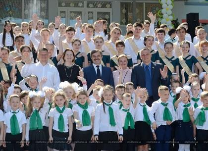 Секретарь Харьковского горсовета посетил праздник последнего звонка (ФОТО)