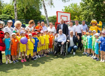 Геннадий Кернес в детском саду на Салтовке открыл стадион и бассейн (ФОТО)