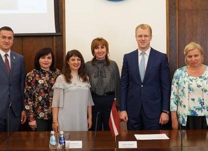 Харьков поздравил Даугавпилс с Днем города (ФОТО)