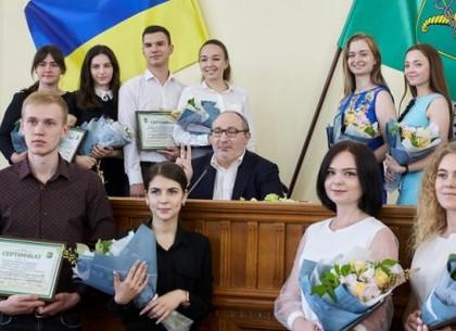 Геннадий Кернес наградил победителей конкурса студенческих проектов