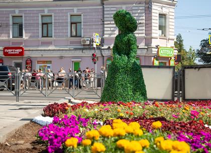 Цветочный сад принцессы Фионы появился возле «Стекляшки» в Харькове (ФОТО)