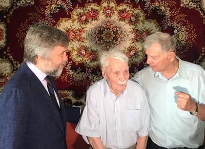 Вадим Новинский и Владимир Филиппов поздравили с 97-летием ветерана, бравшего Берлин