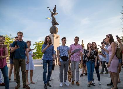 Музыкальный флешмоб на площади Конституции в Харькове (ФОТО, ВИДЕО)