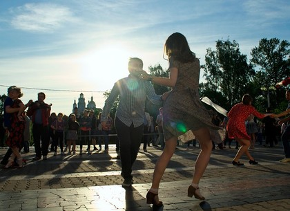 Сальсу, тимбу, бачату будут танцевать в центре Харькова
