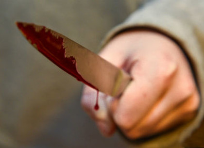 Кровавая расправа у психбольницы: разбойник зарезал старика и пошел есть на кухню (ВИДЕО)