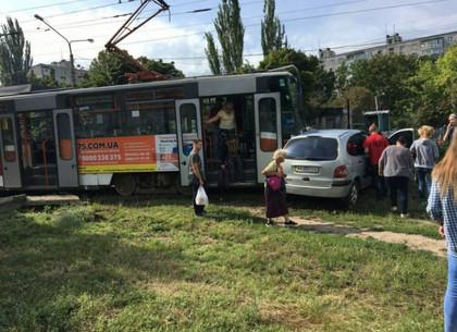 В ДТП с трамваем на Салтовке есть пострадавший, - полиция (ФОТО)