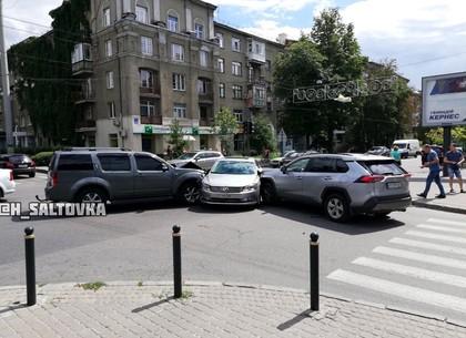 ДТП: японцу светофор не указ или как три машины не поделили Сумскую (ФОТО)