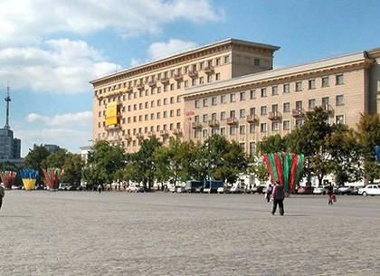 На неделю частично закрыто движение по площади Свободы
