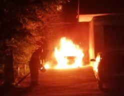 На парковке у дома сгорел внедорожник