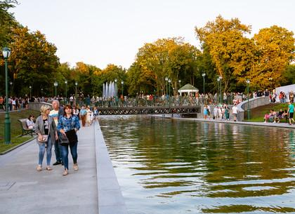 Озеро в саду Шевченко на закате (ФОТО)