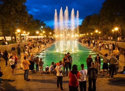 Озеро в саду Шевченко вечером (ФОТО)