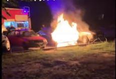 Вспыхнувший «Chevrolet» едва не сжег припаркованный рядом «Hyundai» (ВИДЕО)
