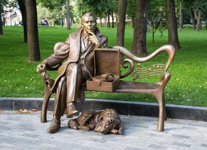 В Харькове появился памятник Марку Бернесу (ФОТО)