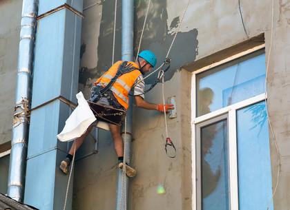Коммунальщики продолжают реконструкцию старых домов в Харькове (ФОТО)