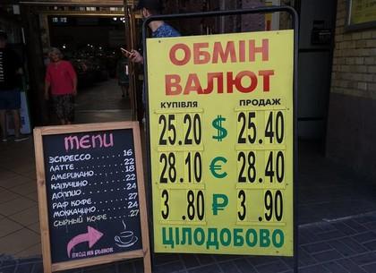 Доллар дорожает, ощущается дефицит валюты