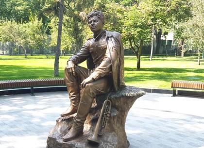 Cкульптуру Маэстро Леониду Быкову установили в саду Шевченко (ФОТО)
