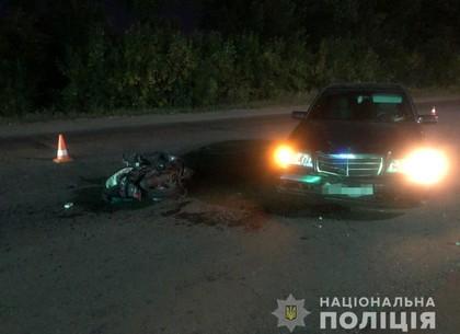 На Салтовке водитель мопеда попал под Mercedes