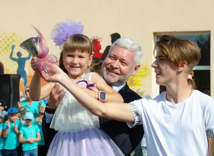 В школах Новобаварского района прозвучал «Первый звонок» (ФОТО)
