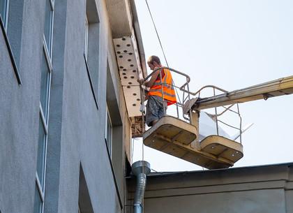 В Харькове восстанавливают фасады жилых домов (ФОТО)