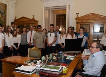 Геннадий Кернес встретился с учениками двух одиннадцатых классов Харьковской гимназии №47