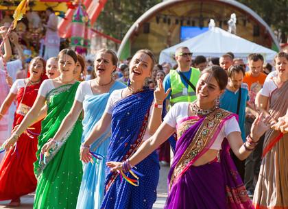 В Харькове состоялся индийский праздник колесниц (ФОТО)