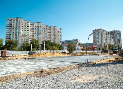 Над тоннелями метро «Победа» строится новая дорога (ФОТО)