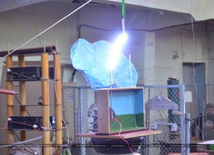 В политехническом бились роботы и сверкали молнии (ФОТО)