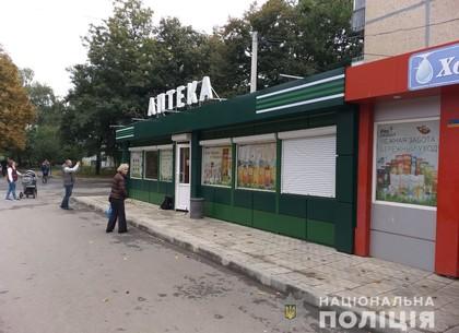 На Салтовке обстреляли аптеку (ФОТО)