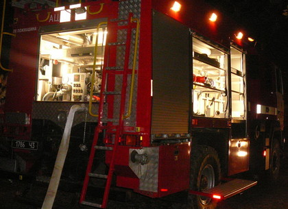 Пожар на Холодной горе: Lanos сгорел, два дома удалось спасти