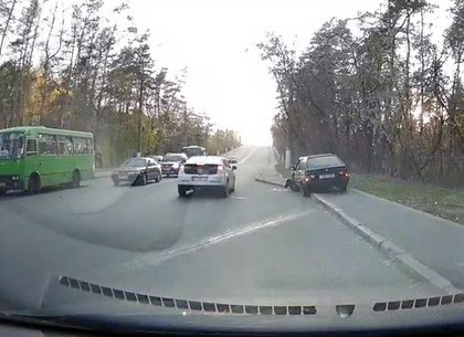 Пьяный водитель отбросил другой автомобиль в машину скорой помощи (ВИДЕО)