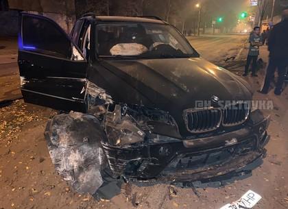 Водитель после аварии бросил элитное авто в районе железнодорожного вокзала (ФОТО)
