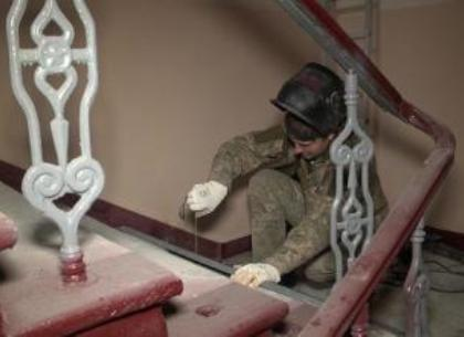 Подъезды старых домов в тихом центре ремонтируют «под ключ» (ВИДЕО)