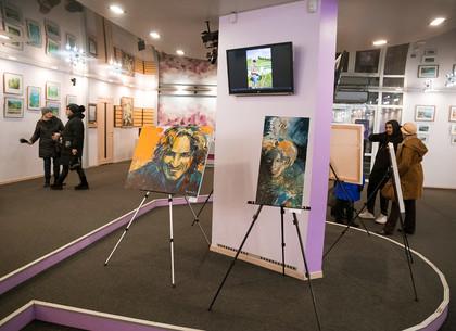 В Харькове проходит выставка картин «Цвет души» (ФОТО)