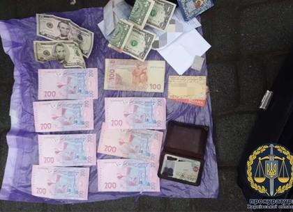 Полицейский решил заработать на наркоте и попался на горячем (ФОТО)