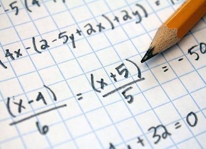 Треть учеников не достигли минимального уровня знаний в начальной математике и почти на год отстают от своих одногодок в развитых странах - министр Новосад
