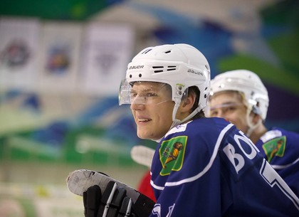 На Салтовском льду хоккейный матч отсудили Дед Мороз и Снегурочка (ФОТО, ВИДЕО)