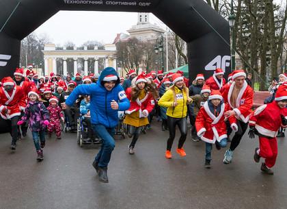 В Харькове прошел забег Санта-Клаусов (ФОТО)
