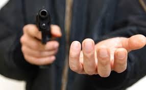 Ограбление у супермаркета: мужчина лишился телефона