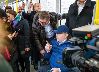 Геннадий Кернес открыл троллейбусную линию на Северную Салтовку (ФОТО)