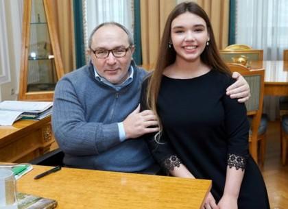 Геннадий Кернес встретился со школьницей по ее просьбе