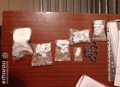 Незваные гости: копы поймали юнцов из Днепра, которые привезли психотропы в Харьков (ФОТО)