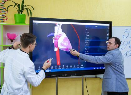 В Харькове открывают школьные кабинеты с современным оборудованием (ФОТО)