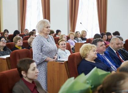 Геннадий Кернес предложил признать Почетным гражданином Харькова легендарную учительницу