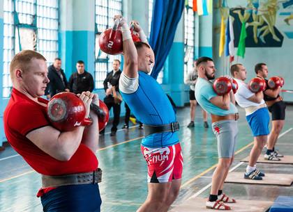 В Харькове спасатели со всей Украины толкали гири (ФОТО)