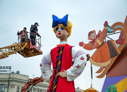 На площади Свободы в Харькове готовятся встречать Масленицу (ФОТО)