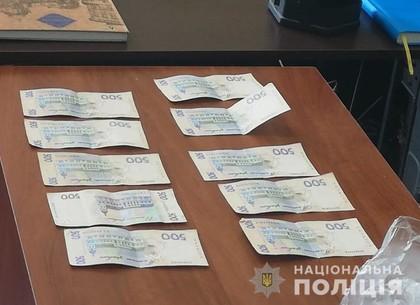 Водитель, остановленный за пьяное вождение, пришел в полицию со взяткой (ФОТО)