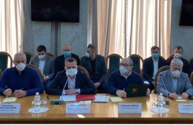 Подведены итоги первой очной встречи в ХОГА руководства города и области