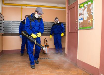 В Харькове дезинфицируют подъезды жилых домов (ФОТО)